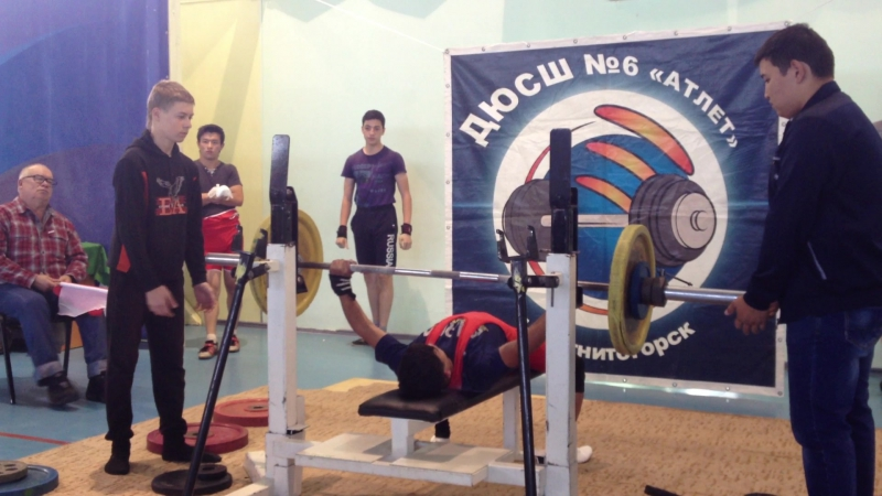 Алимгулов Линар жим 60 кг при весе 48 кг