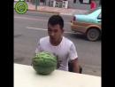 Хотел разбить арбуз головой