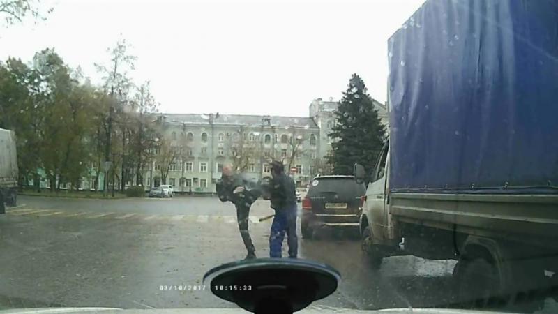 Драка в Перми с участием монаха шао-линь против зарубежного захватчика с битой