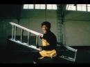 Сцена драки Джеки Чана из фильма Первый удар
