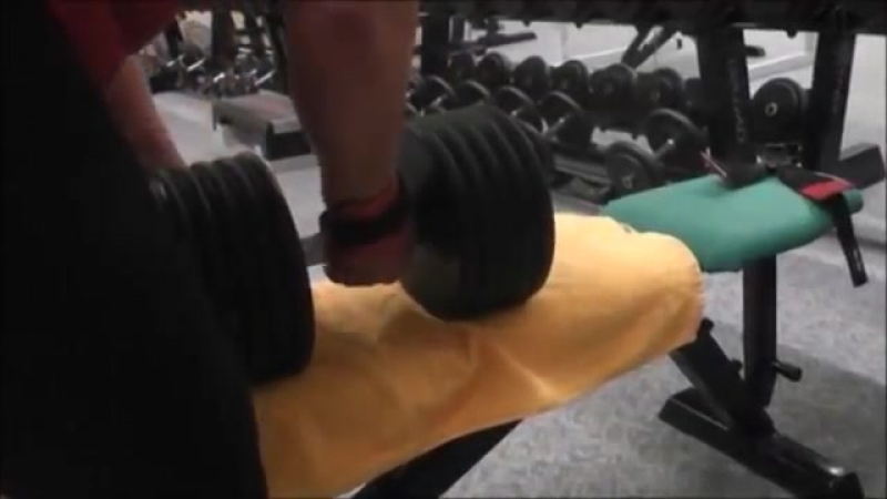 Anna konda benchpress (150kg_331lbs for reps) deadlift (210kg)_ one arm rows