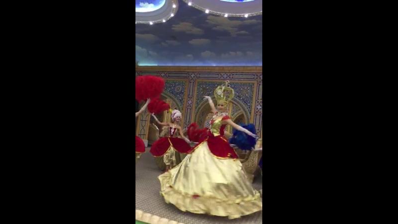 Танец Императрицы с фрейлинами