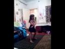 сестра танцует класно
