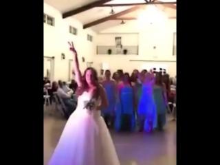 На свадьбе у девушки больной раком ❤