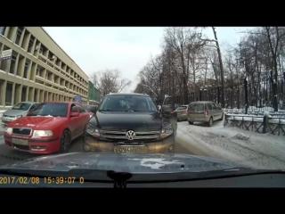 Неадекватная женщина за рулем. Пермь, 08.02.17