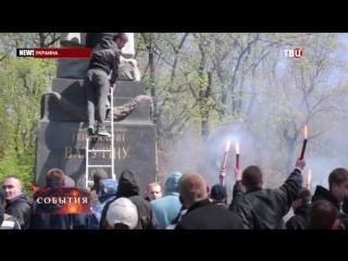 Во Львове вандалы осквернили памятник советскому разведчику
