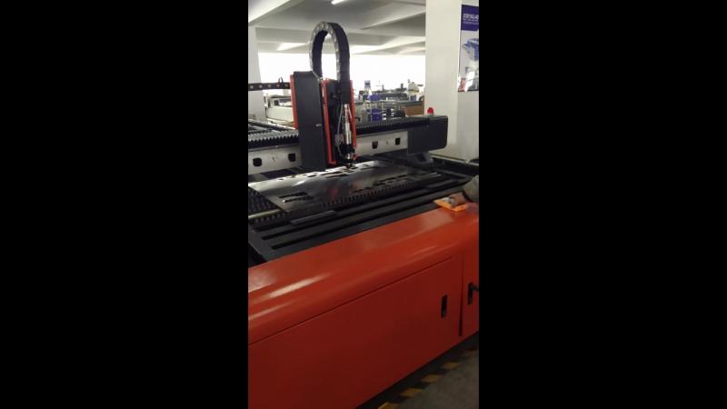 Волоконный лазерный станок LF6015C (1500*6000мм) по мощностью 500Вт 750Вт 1000Вт 2000ВТ 3000вт. Подходящие материалы : углерод,