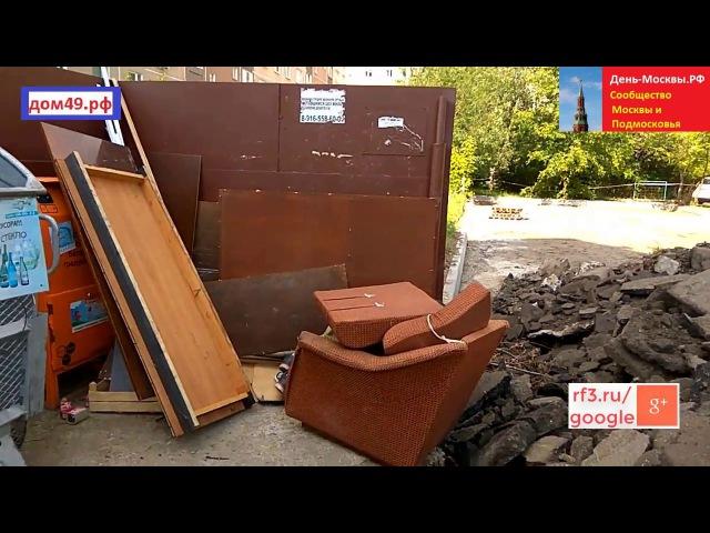 Бомж спит рядом с мусоркой во дворе Дома 49 Новомытищинский проспект Мытищи