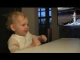 Малышу очень нравится Фредди Меркьюри