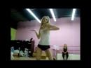 Гимнастический танец в спортзале