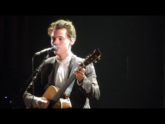 Harry Styles covering Girl Crush in Nashville at The Ryman 9-25-17