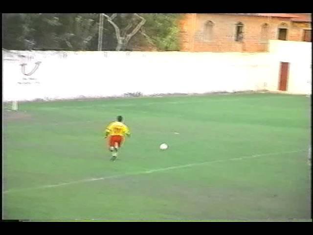 Perna de Pau - O jogador Macaca perdendo gol - OFICIAL (Pinheiro - MA))
