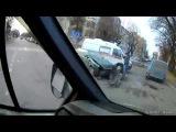 Очередная авария случилась в Твери на перекрестке улиц Ефимова и Бебеля  постр...