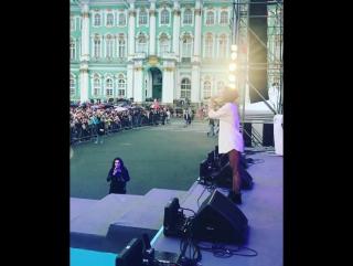 Ольга Бузова в Санкт-Петербурге, День России 2017