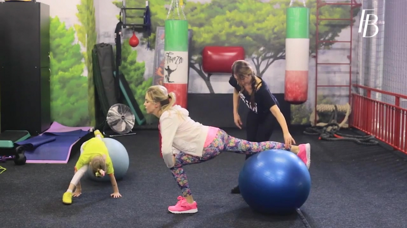 Упражнения на фитболе вместе с Жанет Janet