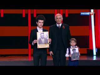 Василий Семенович Лановой и юные участники «Синей птицы» Глеб Богданович и Александр Фальковский.