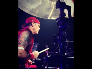 if u can guess what song Chad Smith is playing here you win 😉