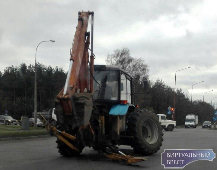 В Бресте у трактора отвалилось колесо. Никто не пострадал