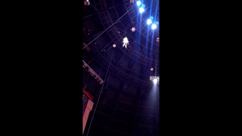 Прыжок из под купола цирка