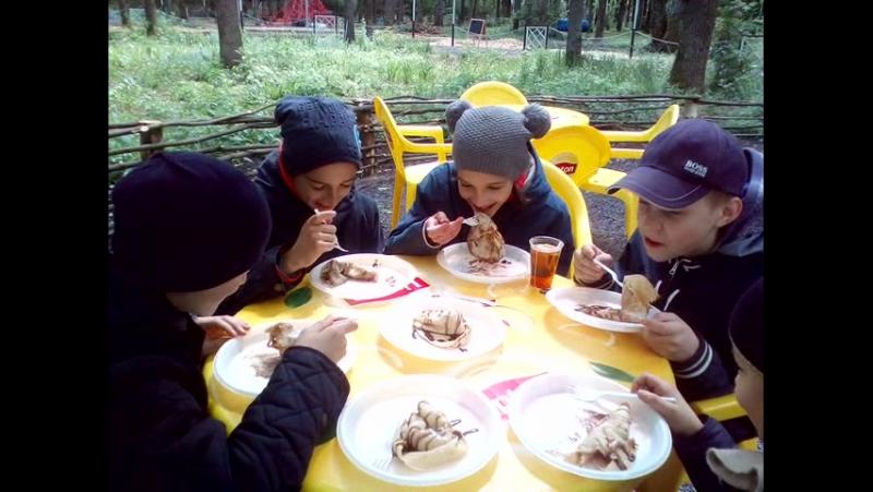 Кушаем блины в кафе парка Мечта!