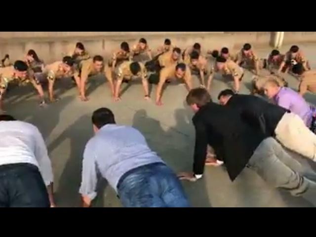 Bolsonaro ensina fazer flexão com a cabeça - Teacher Mito