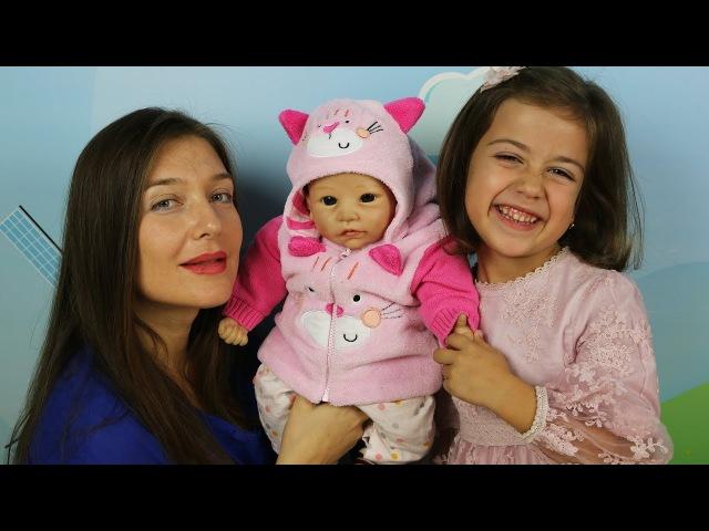 Эмилюша Как Мама для Реборн куклы Лизы. Одеваем Лизу в одежду для кукол делаем фо...