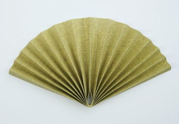 Веер из бумаги для декора интерьера