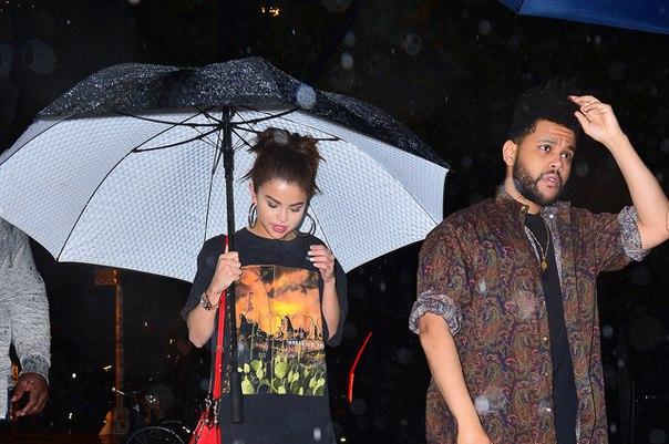 Селена Гомес залечивает душевные раны от хакерской атаки на свиданиях с The Weeknd