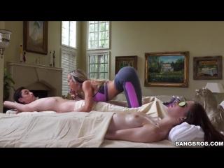 Мамин порно массаж
