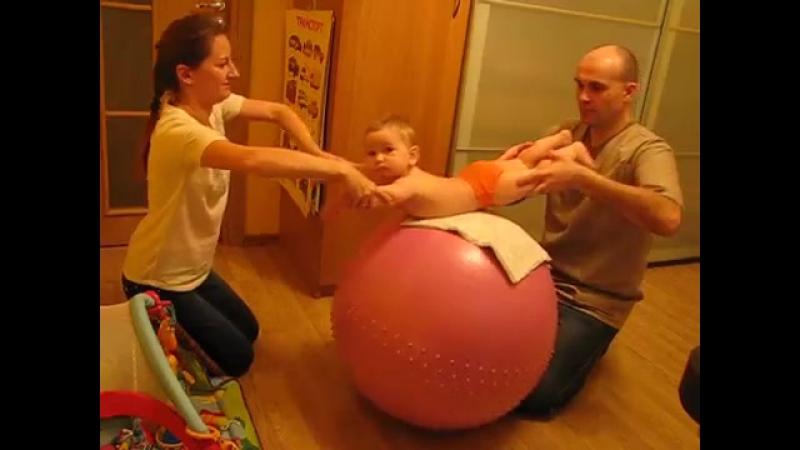 Гимнастика для детей до 1 года Упражнения на фитболе