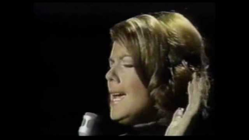 Vikki Carr - Sunday Morning Coming Down With Johnny's Introdution