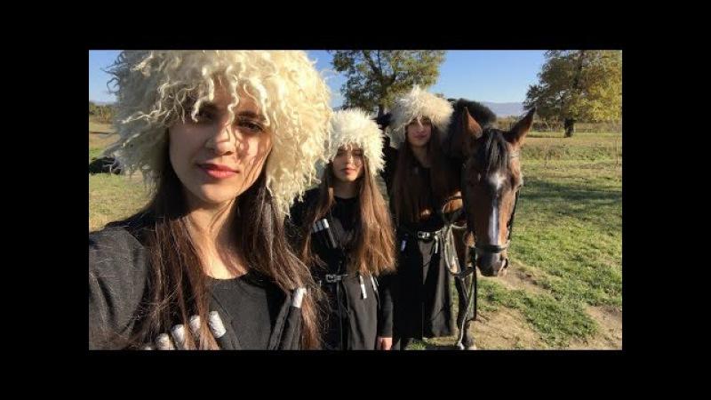 Trio Mandili - «Конь» (The Horse)