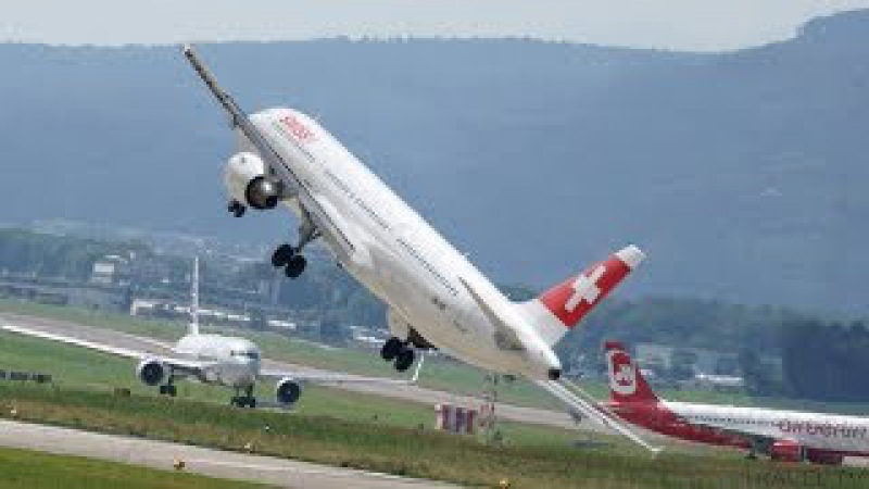 Crosswind Landings during a Storm, Aborted Landings and Extreme Low Pass!!