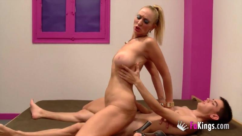 daniela teaches 18yo jordi about squirting