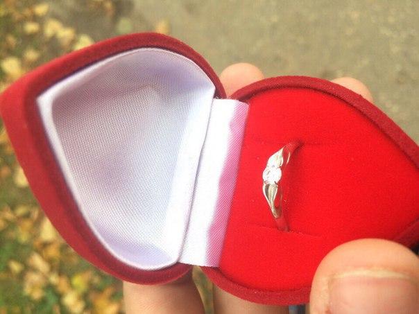 Потеряли кольцо, помогите его найти пожалуйста,если кто нашёл просьба