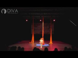 Детская воздушная гимнастика на полотнах (цирковые полотна), ученица студии - Василиса