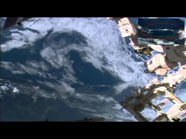 Míle dlouhé UFO skrývá v oblacích pod vesmírnou stanici, 18. března 2015, UFO pozorování News.