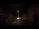 Очень прозрачная метафора в автомобильном тоннеле Мала-Капела