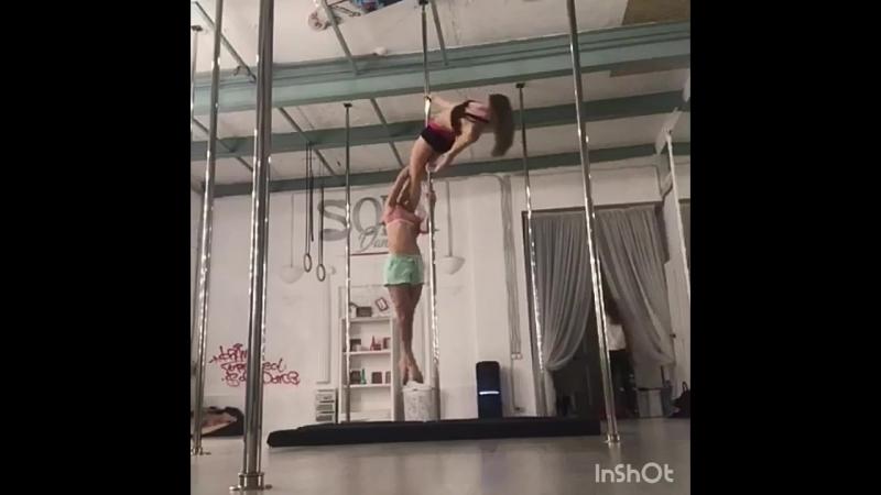 Наташа Черкасова и Катя Кох pole dance