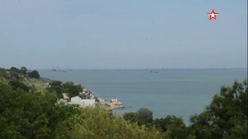 Кадры из Керченского пролива, где находится круизный лайнер «Генерал Ватутин»