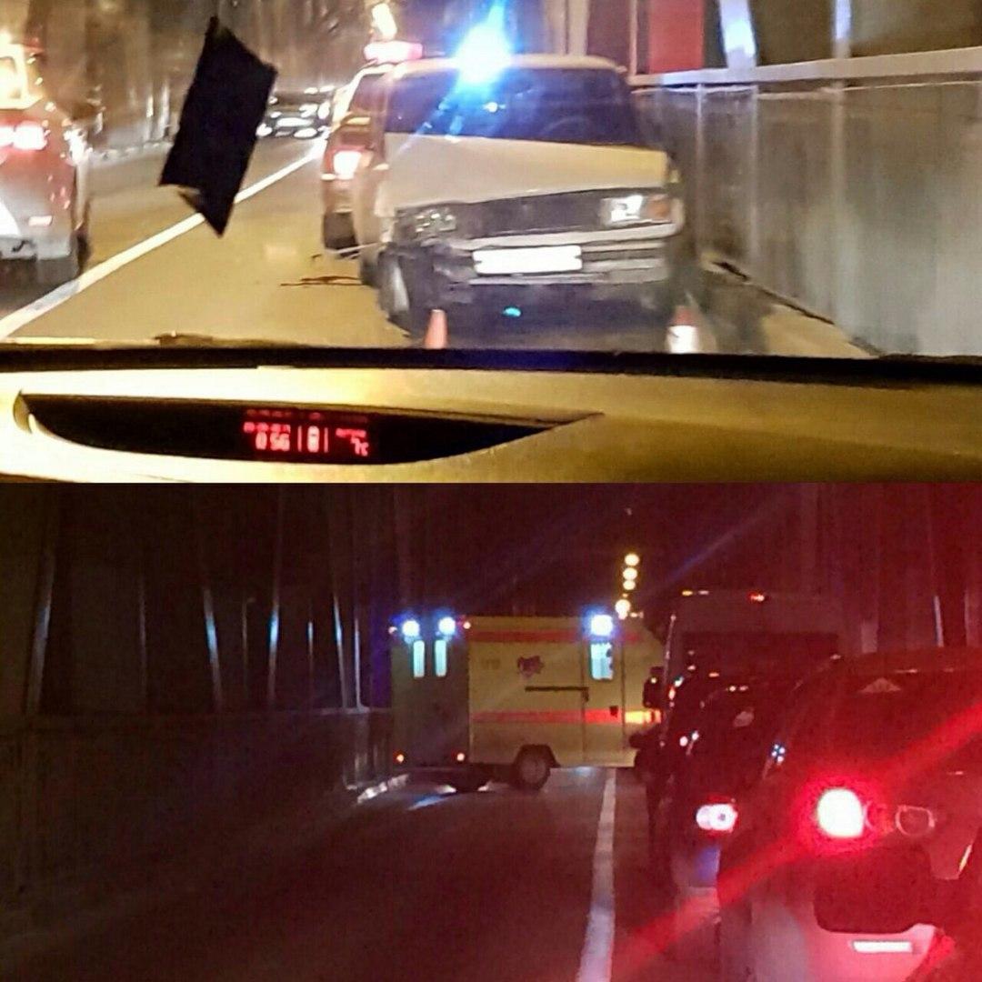 Появились фото серьёзного ДТП на Императорском мосту в Ульяновске, где столкнулись две легковушки