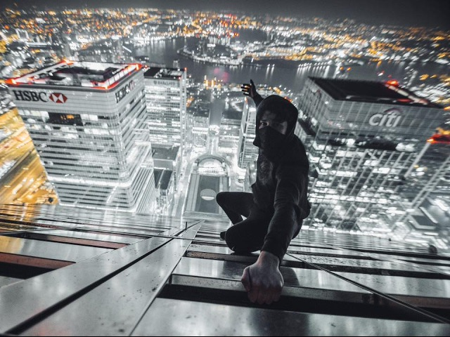 ROOFTOPPING CANARY WHARF - 235M (THE PYRAMID)