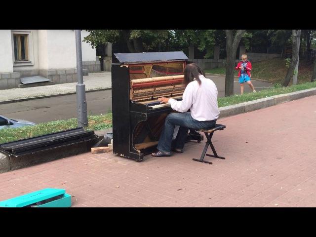 Pianist on street in Kyiv