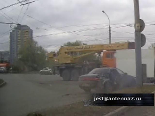 Момент ДТП на улице Лукашевича