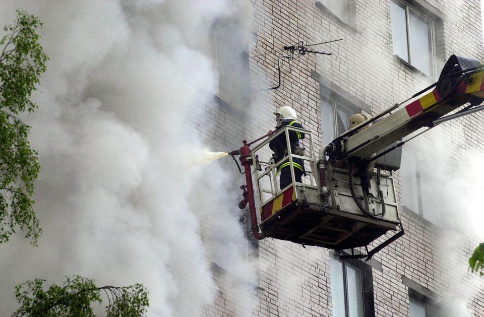 В Таганроге горела квартира в пятиэтажке