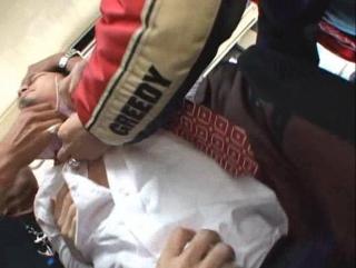 Парней насилуют в автобусе на глазах у пассажиров
