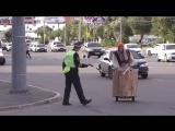Баба-Яга рассекает по городу (6 sec)