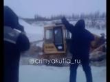 В Якутии водитель тонет подо льдом вместе с бульдозером