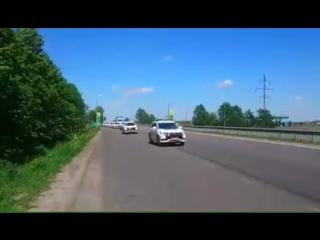 Полиция спешит на утилизацию машин.