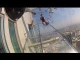 На 70-м этаже небоскрёба Лос-Анджелеса появилась стеклянная горка